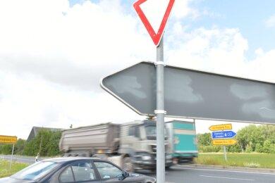 Wie geht es mit dem Unfallschwerpunkt an der B 101 am Abzweig Kleinvoigtsberg weiter?