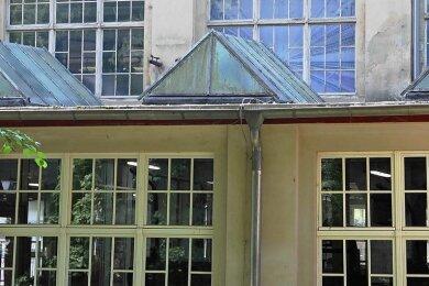 Das Dach auf der Rückseite der Spinnerei ist ein Sanierungsfall. Für die Erneuerung stellte der Technische Ausschuss jetzt die Weichen.