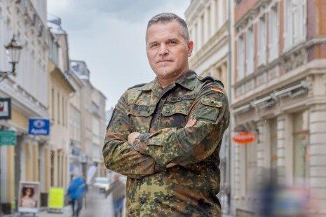 Jörn Hebestreit, der wohl bekannteste Offizier im Erzgebirgskreis, hat seinen Einsatz am Freitag beendet. Mit seinem Führungsstab koordinierte er über Monate die Amtshilfe von 389 Bundeswehrsoldaten.
