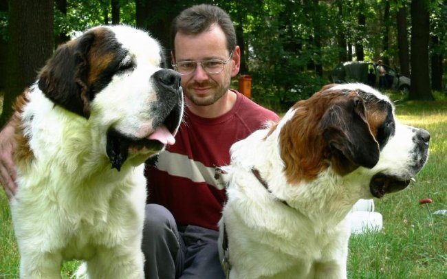 """<p class=""""artikelinhalt"""">Stolz präsentierte Thierry Michael seine beiden Prachtexemplare Anton (l.) und Asta. </p>"""