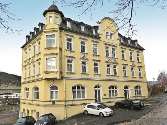 Denkmalgeschütztes Büro- und Verwaltungsgebäude in Aue-Bad Schlema / Mindestgebot 65.000 Euro