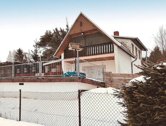 Grundstück mit Wochenendhaus in Bad Brambach OT Hohendorf / Mindestgebot 15.000 Euro