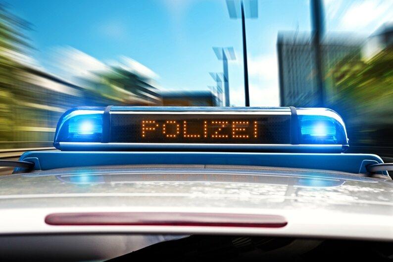 Auto fährt auf A72 auf Kleinbus auf: Drei Verletzte