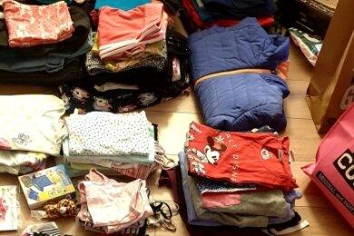 Familien des Faschingsclubs Penig sammelten schnell Kleidung für die Kinder des Hochwasseropfers aus ihren Reihen.
