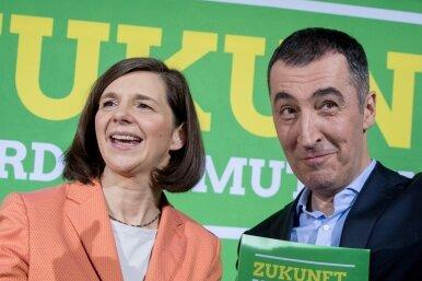 Die Pfarrersfrau und der türkische Schwabe: Die beiden Spitzenkandidaten von Bündnis 90/Die Grünen, Cem Özdemir und Katrin Göring-Eckardt, präsentierten im März den Entwurf ihres Wahlprogramms.