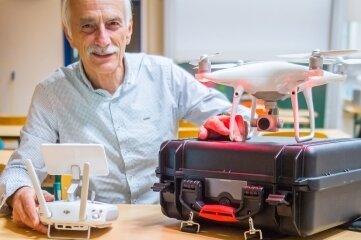 Jörg Vogel leitet den Drohnenworkshop.