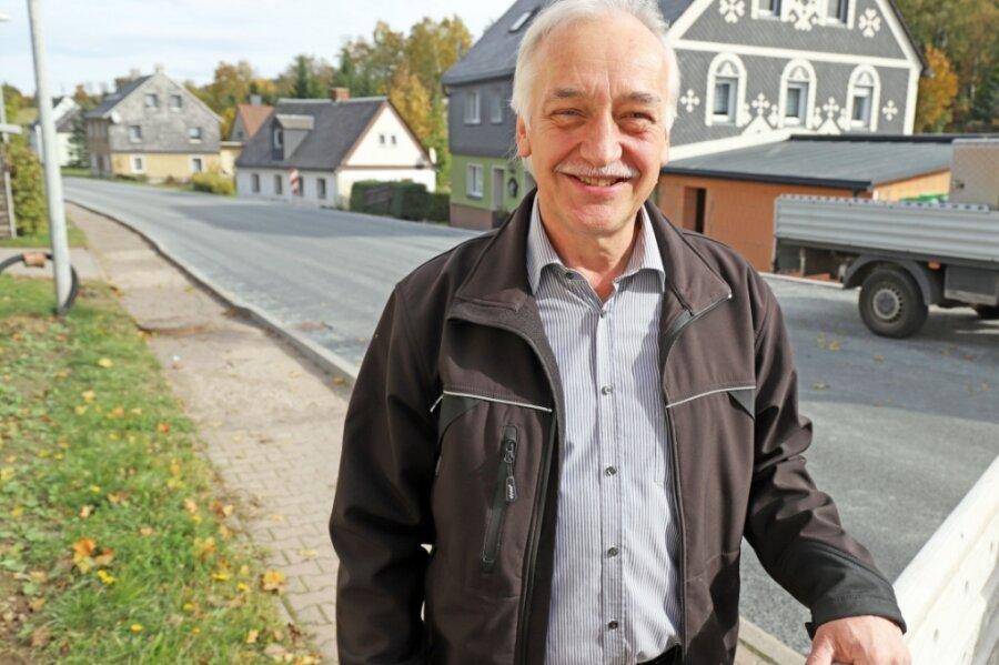 Volker Krönert ist 1990 in die CDU eingetreten und seitdem in der Saydaer Stadtpolitik aktiv. 2008 wurde er zum Bürgermeister gewählt, 2015 im Amt bestätigt. Ob er eine dritte Amtszeit wagt, hängt von den Mitbewerbern ab. Jetzt will er sehen, dass der Gehweg an der B 171 fertig wird und auch bezahlt werden kann.