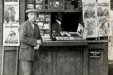 Am Schwarzen Steg stand in den 1930er-Jahren an der Seite zur Hofwiesenstraße dieser Zeitungs- und Zigarettenkiosk.
