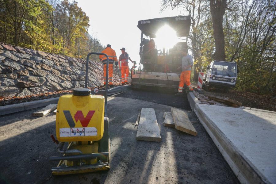 Im November ist der letzte Teil des Chemnitztalradweges zwischen Markersdorf und Diethensdorf asphaltiert worden. Noch in diesem Jahr soll eine Freigabe des Abschnitts erfolgen.