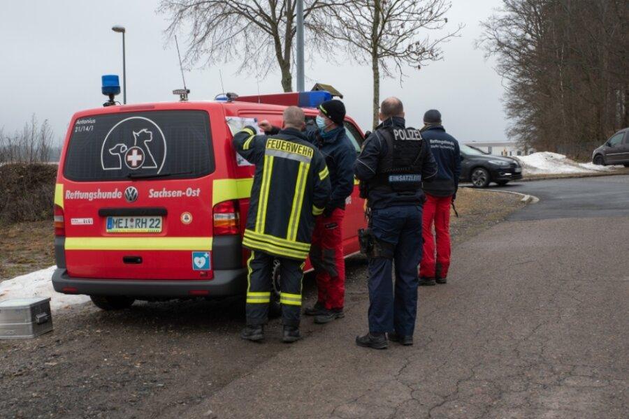 Im Einsatz waren Polizei, Feuerwehr, Bundespolizei und Rettungshundestaffeln.