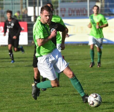 Nick Röthling (am Ball) war einer von fünf Torschützen des BSC Rapid beim souveränen 5:1-Sieg gegen Reinsdorf-Vielau. Damit sprangen die Kappeler an die Spitze der Landesklasse-Tabelle.