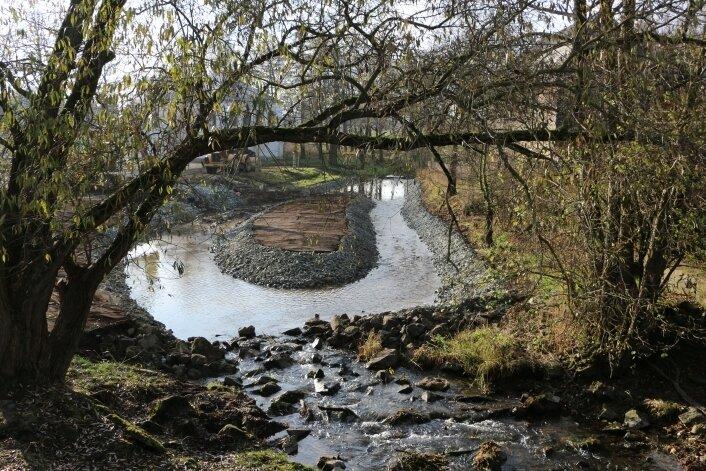 Die neue Insel in der Wisenta in Mühltroff dient der Gefahrenbannung bei Hochwasser und erinnert an das einstige Mühlenwehr.