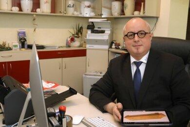 Bestatter Enrico Schüppel aus Hohenstein-Ernstthal bestätigt einen deutlichen Anstieg der Todesfälle.