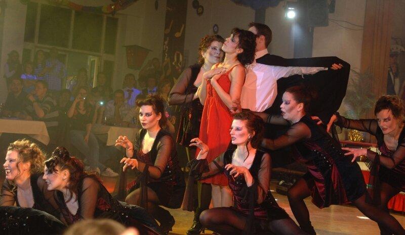 """<p class=""""artikelinhalt"""">Schaurig-schön: Mit einem Tanz der Vampire sorgten die Funken des Freiberger Karnevalklubs für einen stimmungsvollen Auftritt beim Funken-Cup am Samstagabend in Rochlitz. </p>"""