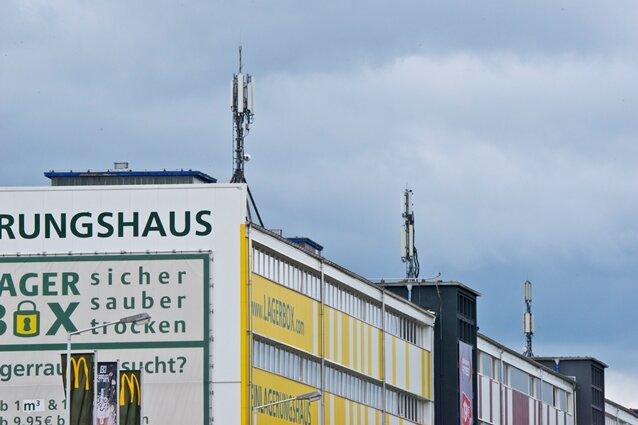 Mobilfunkantennen wie hier an der Zwickauer Straße in Chemnitz tragen wesentlich zum Elektrosmog bei.