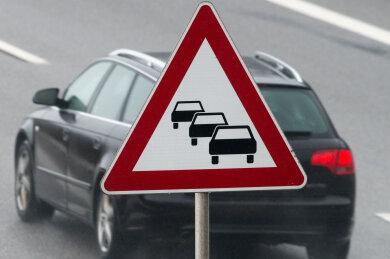 Nach Angaben der Polizei staut sich der Verkehr auf der A72 bei Großzöbern über gut zehn Kilometer in Richtung Leipzig.