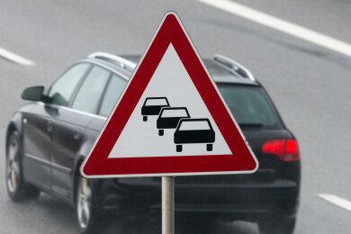 Ein Unfall auf der A 72 bei Zwickau hat am Samstag zu Stau in Richtung Chemnitz geführt.