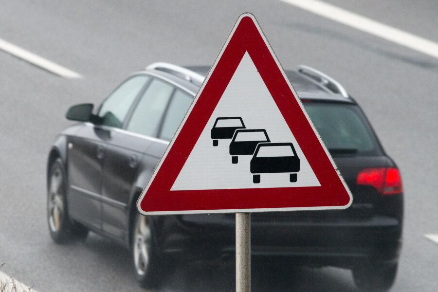 Fahrer stirbt nach Lkw-Unfall auf der A72