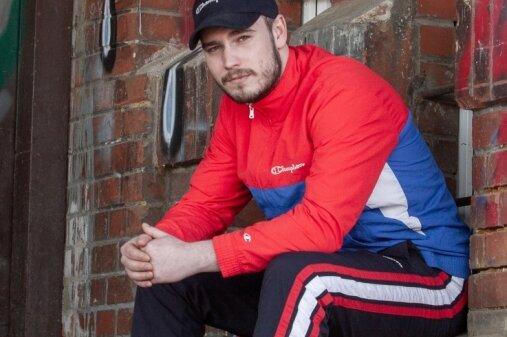 Bekannte Musikplattformen wie Apple Music und Spotify haben den Plauener Rapper Tobias Schwabe bereits gelistet.
