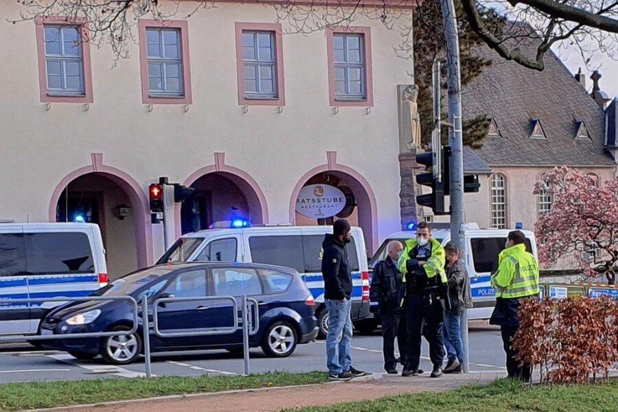 Gegen 19.30 Uhr war die Chemnitzer Straße in Limbach-Oberfrohna am Montag teilweise gesperrt.