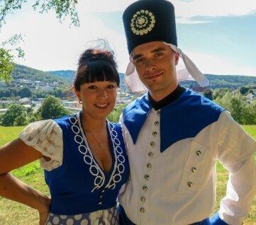 Bademädchen Saskia Trzarnowski und Blaufarbenwerker Rico Tippner.