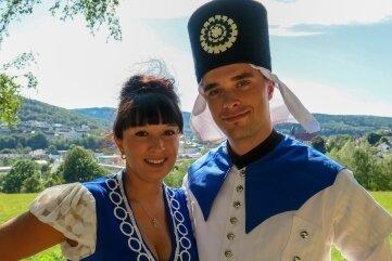 Sie sind die Gesichter des Tags der Sachsen in Aue-Bad Schlema: Bademädchen Saskia Trzarnowski und Blaufarbenwerker Rico Tippner.