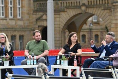 Auf dem Theaterplatz in der Diskussion über die Bedeutung der Freien Kulturszene von Chemnitz: Susanne Schaper, Toni Rotter, Sarah Hofmann, Frank Weinhold und Almut Patt (von links).