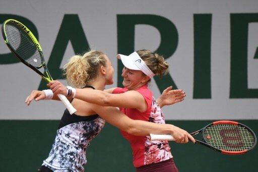 Siniakova (l.) und Krejcikova holen Doppel-Titel