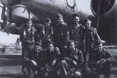 Vier Mitglieder der Besatzung der Joker wurden am 2. Dezember 1944 auf dem Zwickauer Hauptfriedhof bestattet. Ihre Maschine war abgeschossen worden.