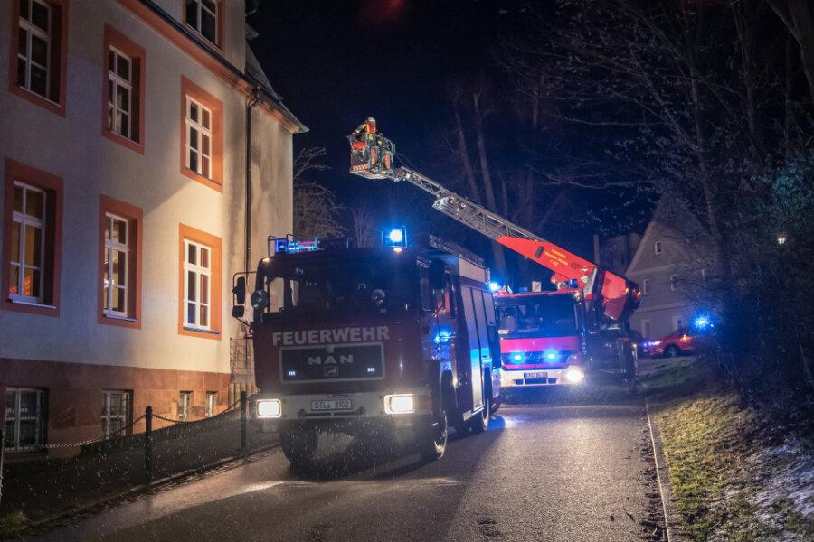 Zwönitz: Container an Oberschule brennen aus