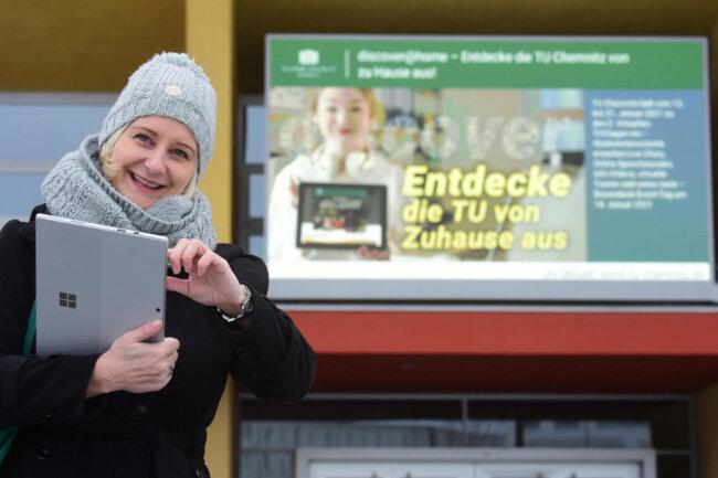 Dr. Maria Worf organisiert die Tage der offenen Tür der TU Chemnitz. Diese finden vom 12. bis zum 21. Januar statt. Pandemiebedingt können Studieninteressierte sich lediglich im Internet über die Technische Universität informieren.