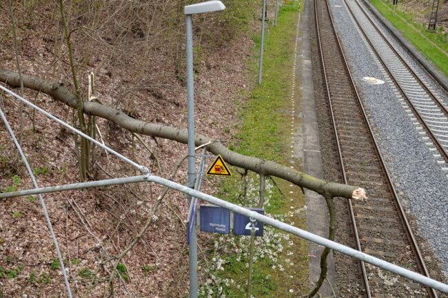 Der Zugverkehr musste unterbrochen werden.