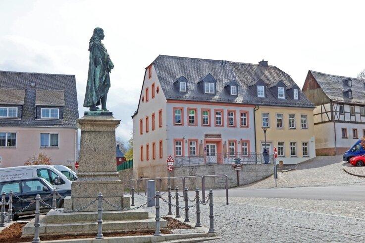 In diesem Frühjahr hat die Stadt Hartenstein den Ratskeller (Bildmitte) erworben. Sobald ein Pächter gefunden ist, will die Kommune investieren.