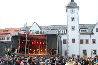 """Das Veranstaltungsformat """"Rock am Otto"""" hat einen erfolgreichen Start hingelegt. Bei Veranstaltungen mit Olaf Schubert und Torsten Sträter war der Obermarkt gut gefüllt."""