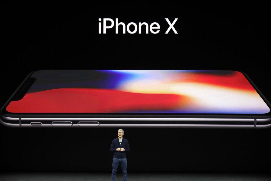Der Geschäftsführer von Apple, Tim Cook, präsentiert im Steve Jobs Theater in Cupertino (USA) das neue iPhone X.