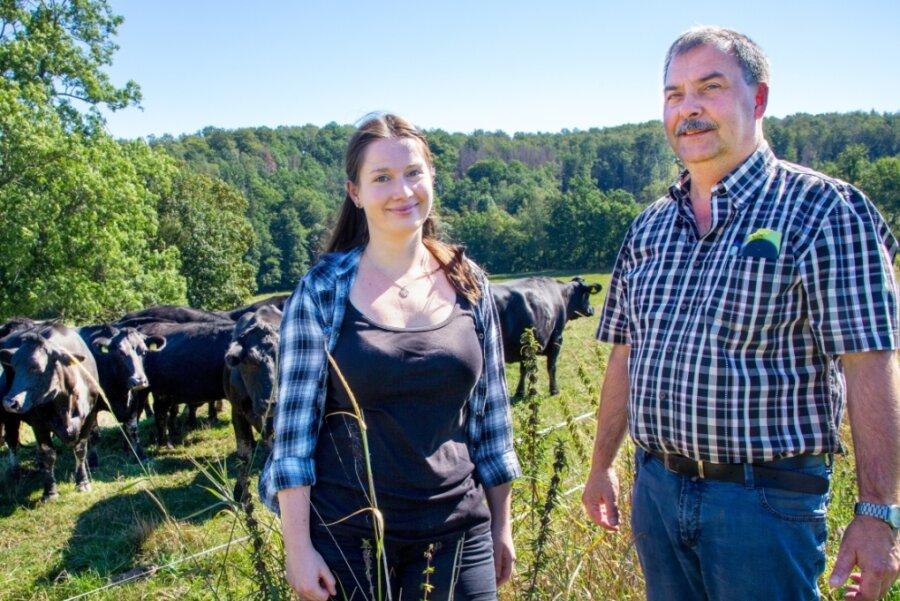 """Maxim Steinhardt ist als Chef der Agrargenossenschaft auch Chef von """"Sächsisch gut"""". Juliana Förster koordiniert die Zusammenarbeit der sechs Betriebe, die unter """"Sächsisch gut"""" ihre Produkte verkaufen wollen."""