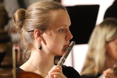 Magdalena Greuner beim Eröffnungskonzert der Jungen PhilharmonieAugustusburg im Juni in der Augustusburger Stadtkirche.