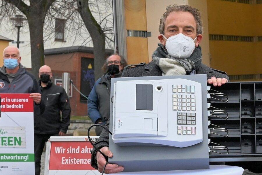 Marco Pfitzner, Geschäftsführer von Reco Möbel in Stollberg, hat sich an der Protestaktion beteiligt.