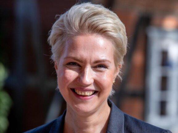 Hochrechnungen zufolge hat sich die SPD mit Regierungschefin Manuela Schwesig erwartungsgemäß in Mecklenburg-Vorpommern durchgesetzt.