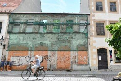 Seit 2003 prägt diese fensterlose Fassade die Petersstraße 19. Ursprünglich hatte die Stadtspitze hier altersgerechte Wohnungen geplant. Nun ist vom Welterbezentrum die Rede.