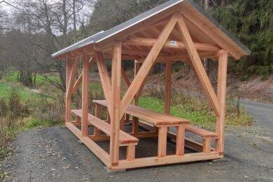 Im Tetterweinbachtal ist nahe der Schwarzen Brücke ein neuer Picknickplatz entstanden. Bürger und Forstleute arbeiteten Hand in Hand.