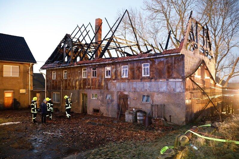 Ehemaliger Vierseitenhof in Milkau in Flammen