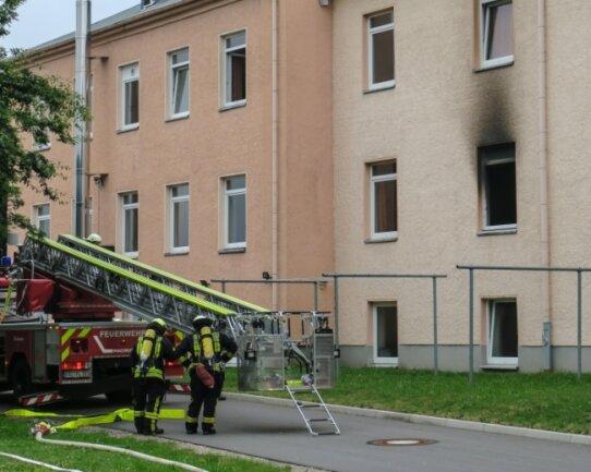 Am Mittwoch wurden die Feuerwehren aus Aue, Alberoda und Lößnitz zu einem Brand im Asylbewerberheim in Alberoda gerufen.