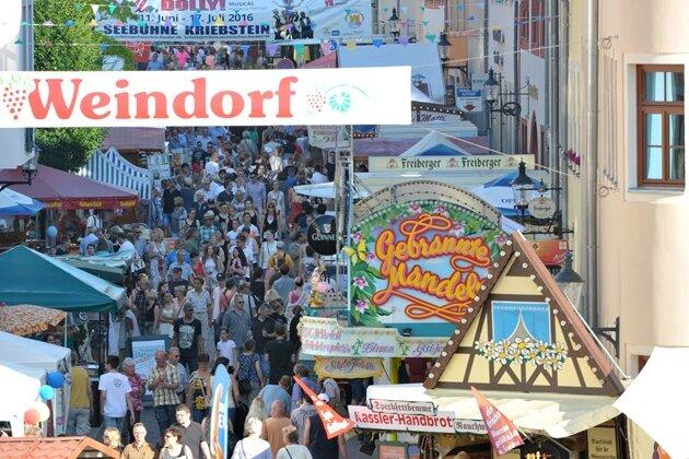 Bergstadtfest: Delfter Bürgermeister erhält Arschleder