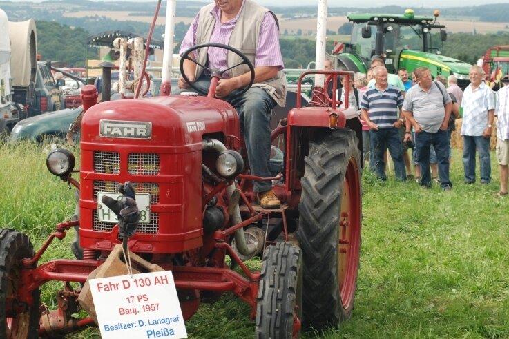 Alte Traktoren, im Bild ein 1957 in Gottmadingen bei Konstanz gebauter Fahr D 130 AH, und andere historische Landtechnik werden am Sonntag wieder viele Besucher auf dem Heimatblick in Rußdorf locken.