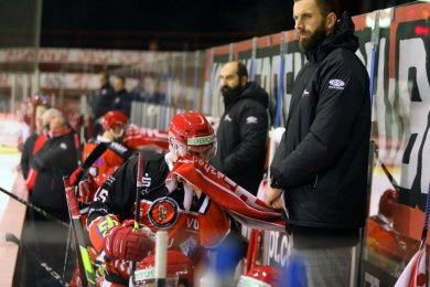 Lukas Vantuch, der noch auf einen deutschen Pass wartet, schlüpft bei den Eispiraten Crimmitschau vorübergehend in die Rolle des Co-Trainers.
