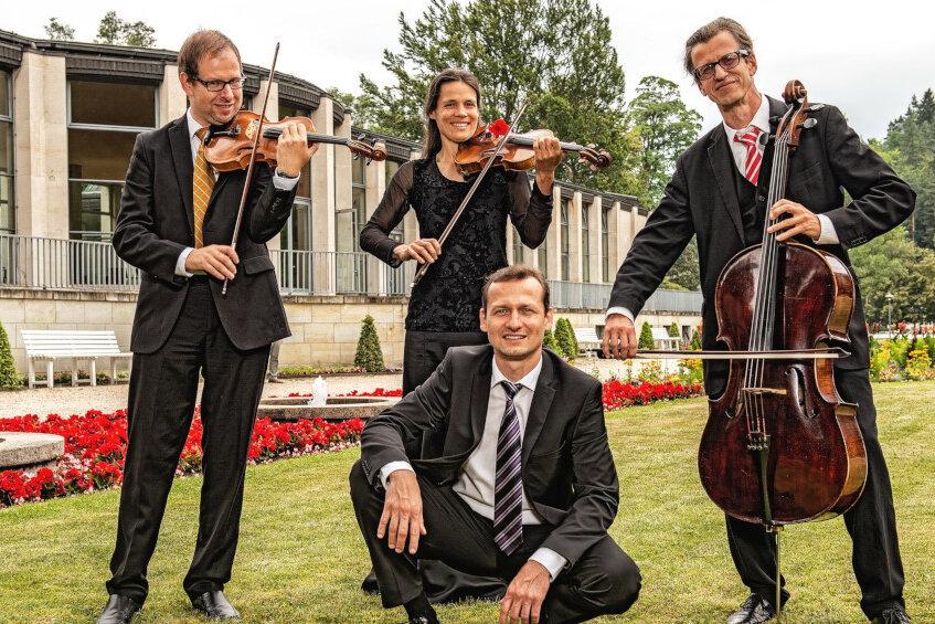 Chursächsische Cafémusik an der KunstWandelhalle BadElster