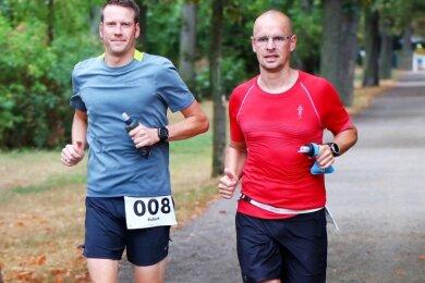 Robert Gehrmann (links) und Marco Locke absolvierten im August gemeinsam den 100-Kilometer-Lauf in Leipzig. Mit der Wettkampfplanung für 2021 werden beide coronabedingt vorerst noch etwas warten.