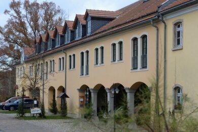 Der Ostflügel des ehemaligen Ritterguts Adlershof wurde nach der Wende komplett neu aufgebaut - hier befinden sich die Räume der Naturherberge.