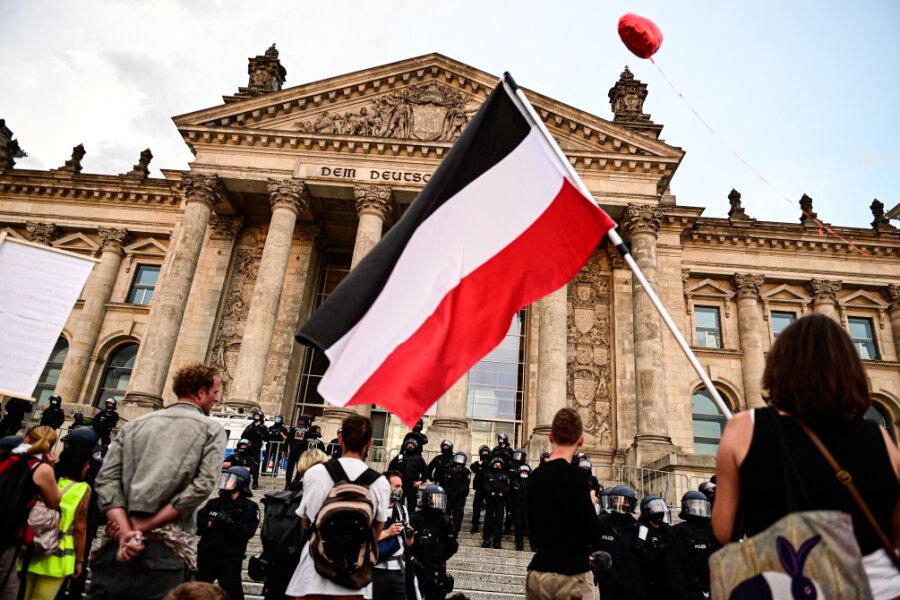 """Nach Protesten vor dem Reichstagsgebäude: """"Diesen Leuten nicht auf den Leim gehen"""""""